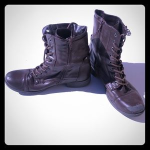Used brown lace up boots by guess